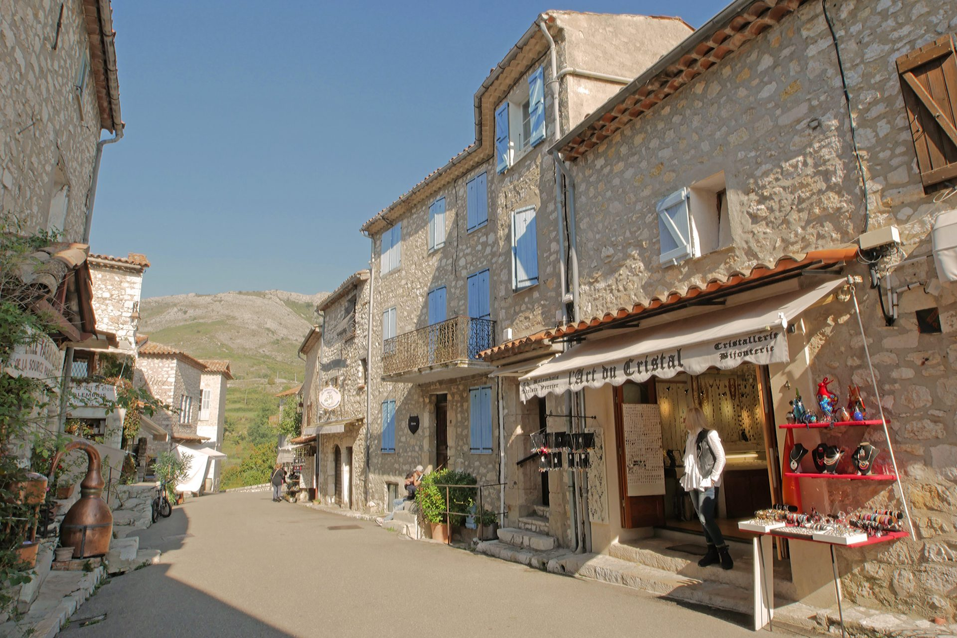 Gourdon shops 2